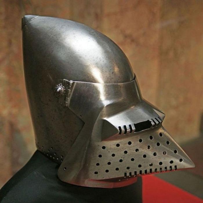 Купольный бацинет, Master A, Milan, 1400 гг