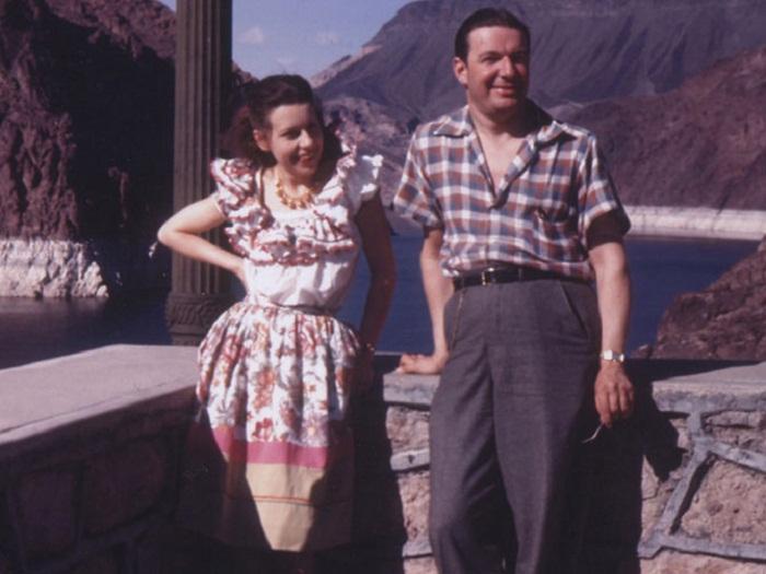Молодожёны Джоан Касл и Юджин Джозеф на озере Mead, Nevada, во время медового месяца, 1942 год