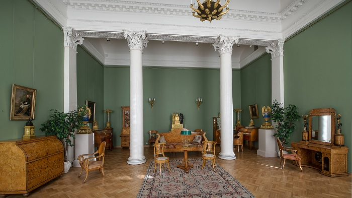 Зал мебели из карельской березы. Эрмитаж