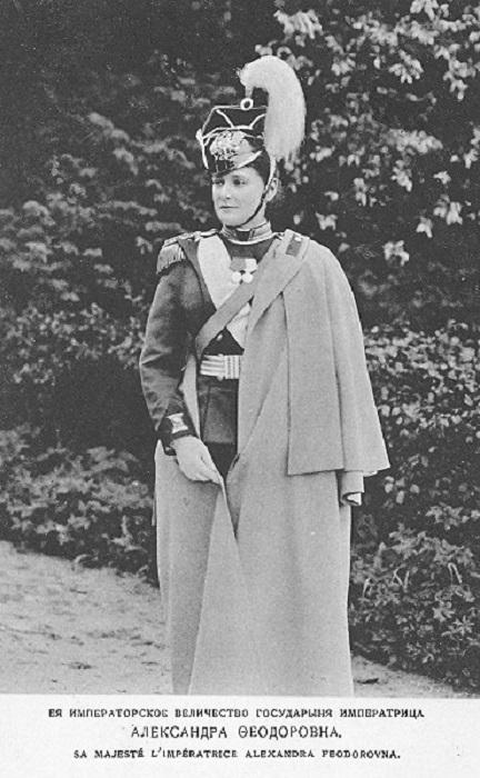 Александра Федоровна в мундирном платье