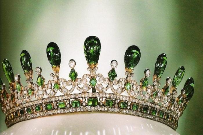 Тиара королевы Виктории, одна из самых известных в мире тиар с изумрудами