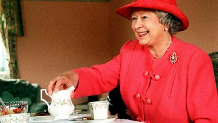 Елизавета II за чашечкой чая «five o'clock»
