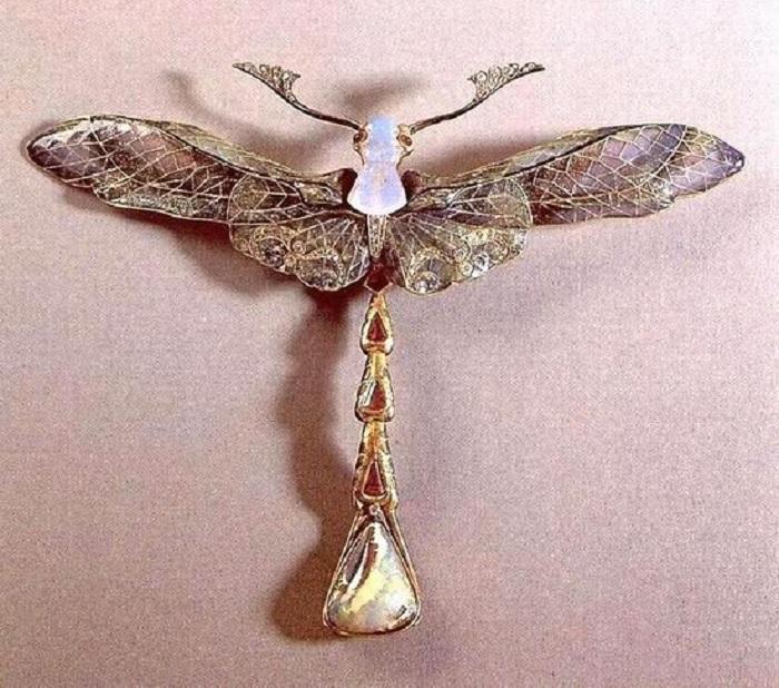 Брошь-кулон Стрекоза, 1903-1904,золото, опалы, эмаль, рубины, бриллианты, мексиканский опал