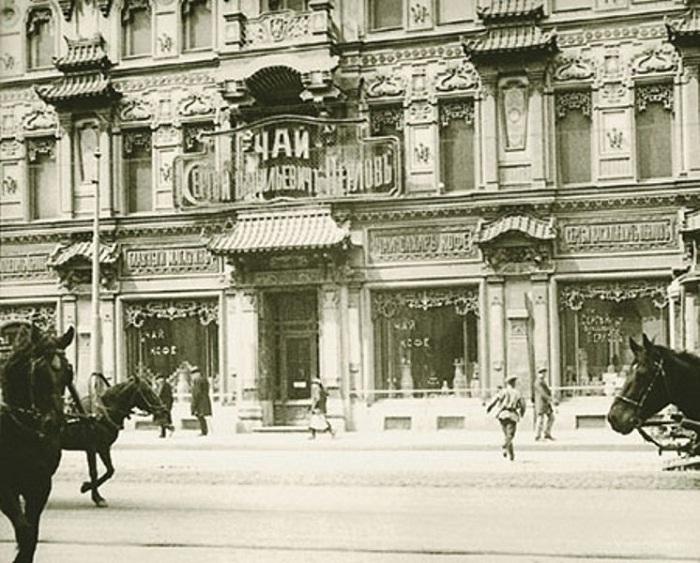 Фасад чайного дома на Мясницкой, старое фото