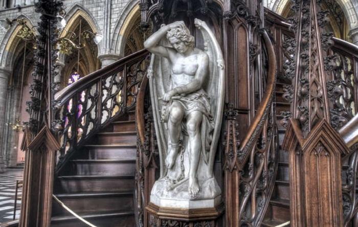 Люцифер Льежа: одна из великолепных скульптур падшего ангела
