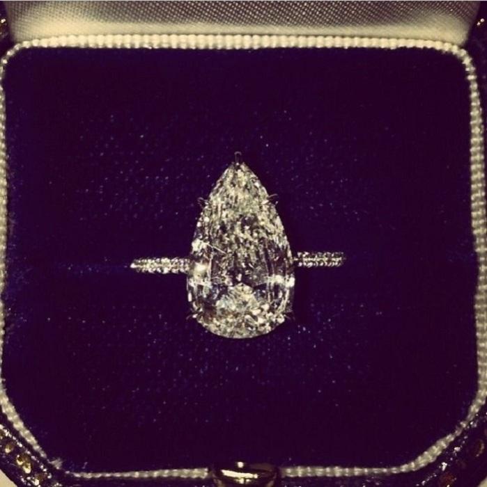 Кольцо с каплевидным бриллиантом