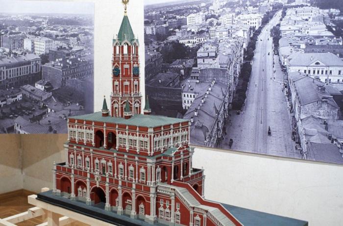 Были и небылицы Сухаревой башни - исчезнувшей легенды, соперничавшей с Кремлём и храмом Василия Блаженного