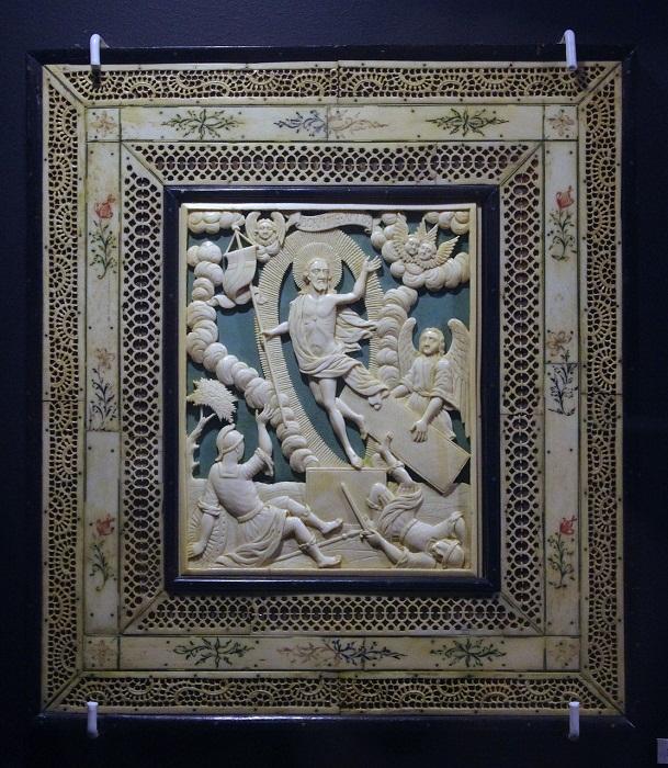 Икона «Воскресение», вторая половина XVIII века Работа холмогорского мастера Кость, дерево, слюда, ажурная резьба, рельефная резьба, цветная гравировка