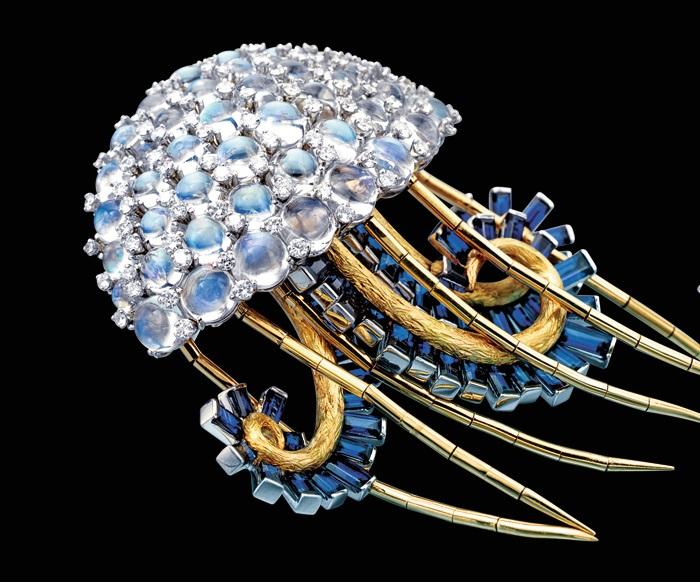Брошь «Медуза» 1960 г. Золото, платина, лунные камни, сапфиры, бриллианты