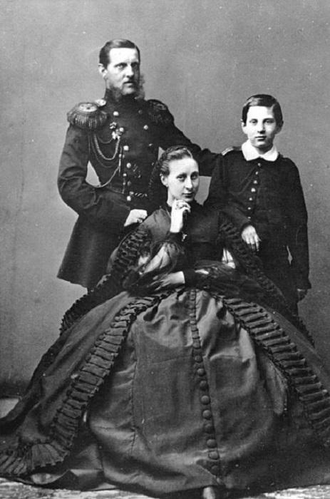 Никола с отцом, Великим князем Константином Николаевичем, и матерью, Великой княгиней Александрой Иосифовной