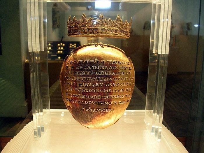 Реликварий для сердца герцогини Анны Бретонской в музее