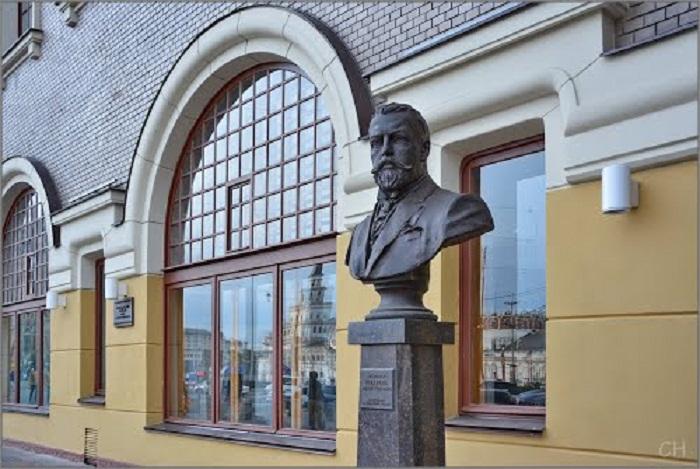 Бюст Шехтеля перед Ярославским вокзалом