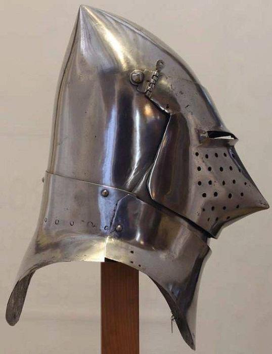 «Большой бацинет» из Музея Армии в Париже. Ок. 1400 – 1420 гг.