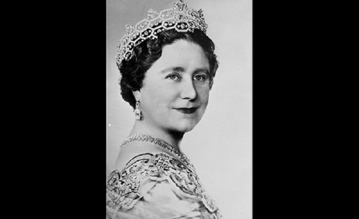 Королева-мать в измененной тиаре Гревилл