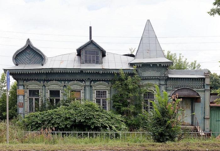Один из замечательных резных домов, которые еще сохранились во Владимирской области. Гороховец.