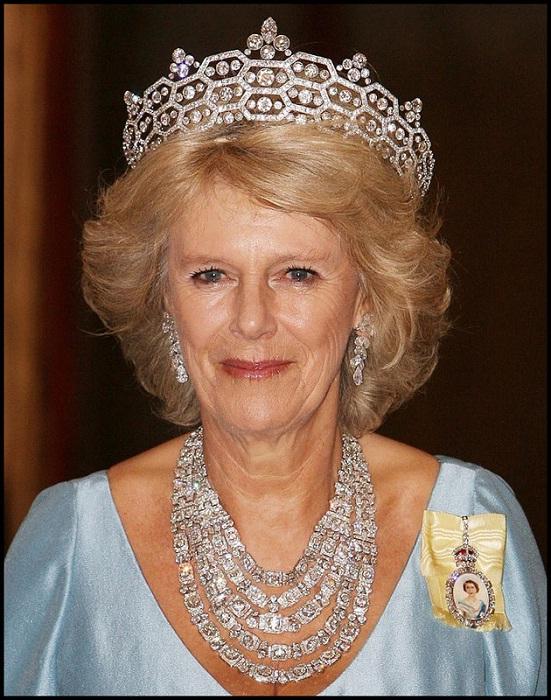 Камилла в роскошном бриллиантовом наборе - тиара, ожерелье, серьги