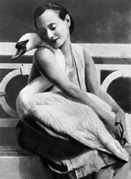 Анна Павлова со своим любимцем Джоном