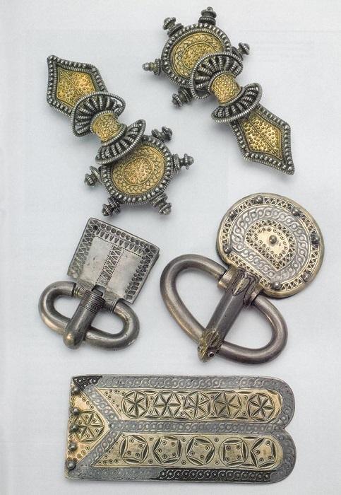 Пряжка и ювелирные украшении франков. VI в. Собрание Музея античной истории, Париж