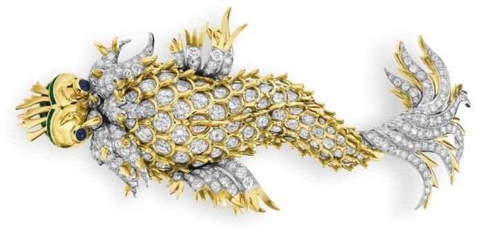 Брошь «Ночь игуаны». Золото, бриллианты, сапфиры, изумруды, оникс Подарена Элизабет Тейлор ее супругом Ричардом Бертоном в 1965 г.