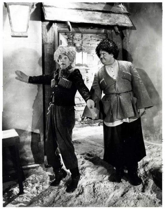 Кадр из фильма «Песня мошенника» 1930 год. Знаменитая парочка Лорел и Харди