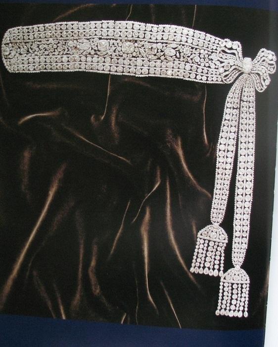 Бриллиантовый пояс с двумя кисточками, созданный в царствование Екатерины II, предположительно ювелиром Людовиком Давидом Дювалем