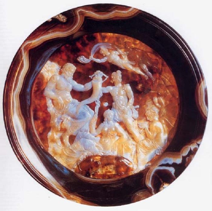 Эллинистическая агатовая чаша, получившая позже наименование «Чаша Фарнезе».