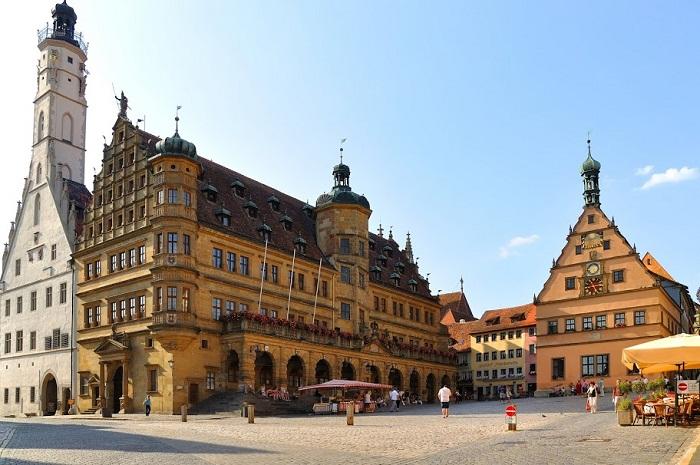 Городская ратуша - Готика и ренессанс