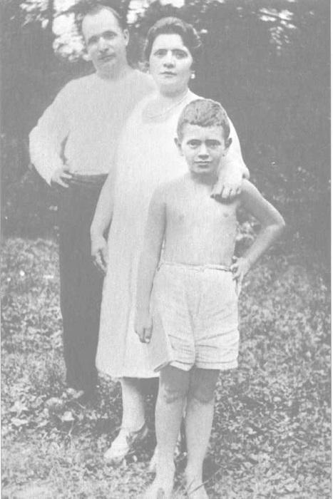 Давид Самойлов (Кауфман) с родителями