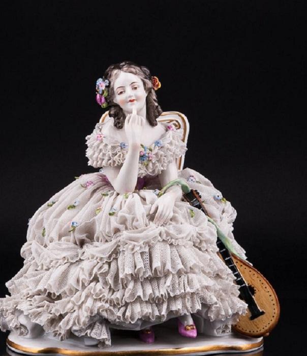 «Девушка с лютней», кружевная, Volkstedt, Германия, до 1935 г.
