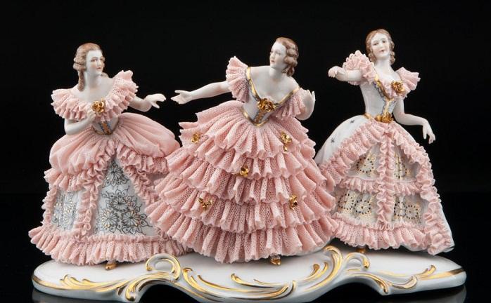 Фарфоровая статуэтка «Три девушки в кружевных платьях» Muller & Co, Volkstedt, Германия
