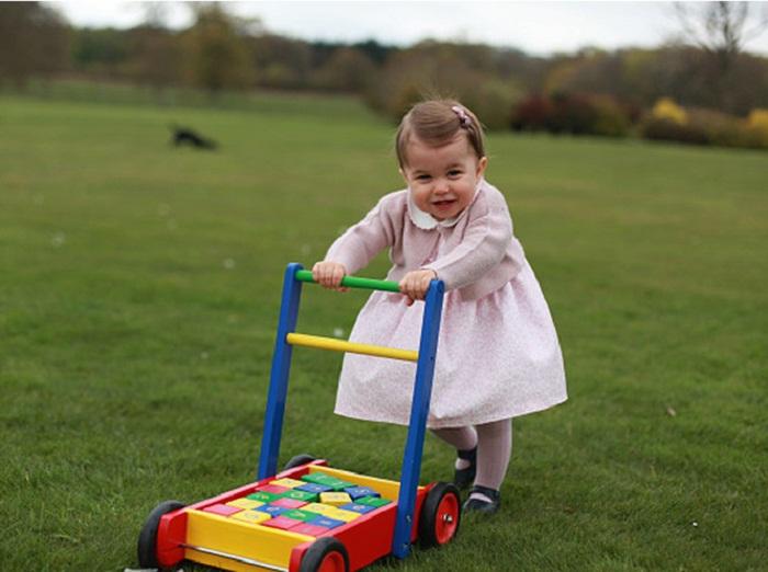Принцесса Шарлотта в апреле 2016 года