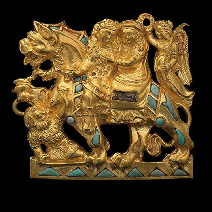 Пряжка с изображением Диониса и Ариадны, золото и бирюза, могильник 4 Афганистан, Тилля-Тепе, гробница II 1-й век. Золото, 4,5 x 2,5 см Афганский национальный музей