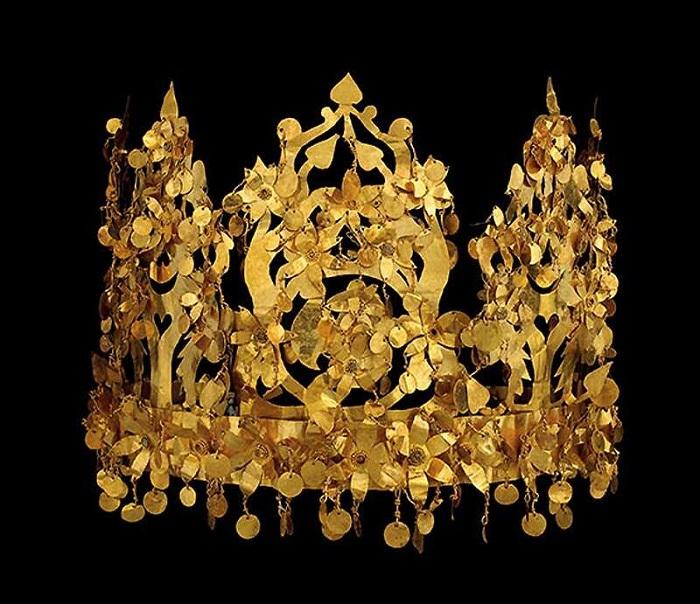 Складная скифская корона из женского царского погребения