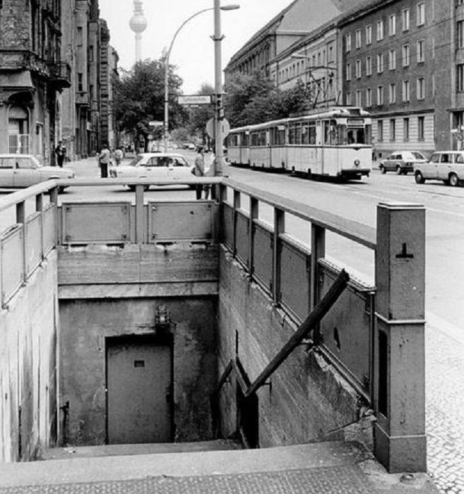 Когда-то это был вход на станцию метро «Oranienburger Strasse»