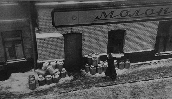 Бывшие магазины А.В. Чичкина и при Советской власти еще долго сохраняли «фирменную» облицовку