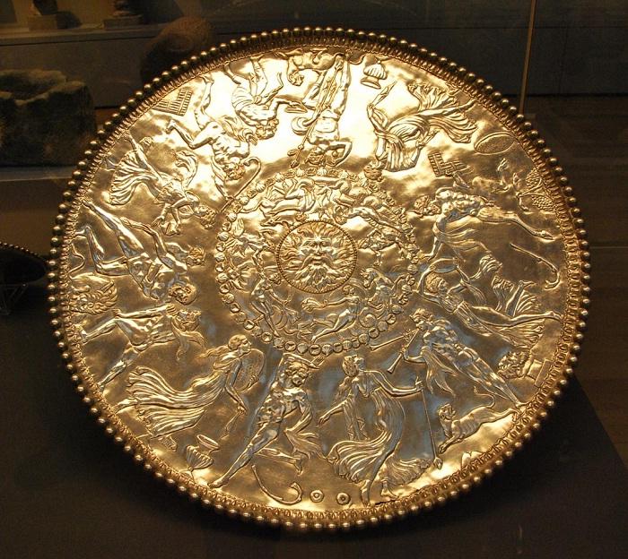 Блюдо «Тритон» диаметром ок. 60 см, позолоченное серебро. Британский музей