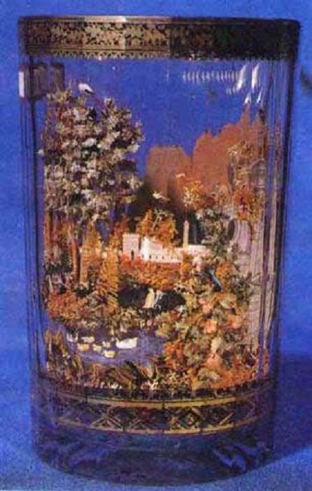 Стакан двустенный<br>Ок. 1800 г. Бахметьевский завод стекло бесцветное, трава, камни, бумага, роспись золотом и сепией