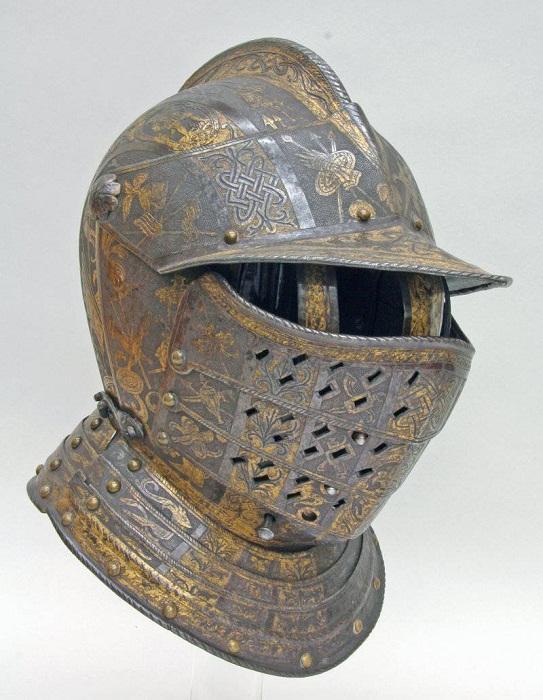 Закрытый шлем с сегментарным забралом. Милан. Вес 2,78 кг. 1590-1595 гг.