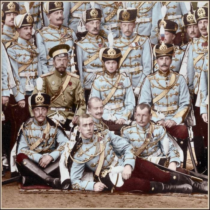 Николай II и княжна Ольга Николаевна с гусарами подшефного полка