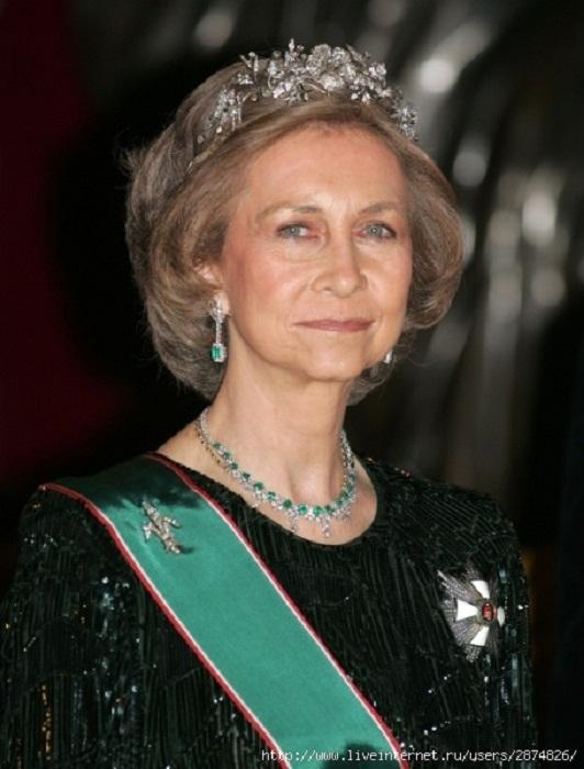 Королева София в Цветочной тиаре