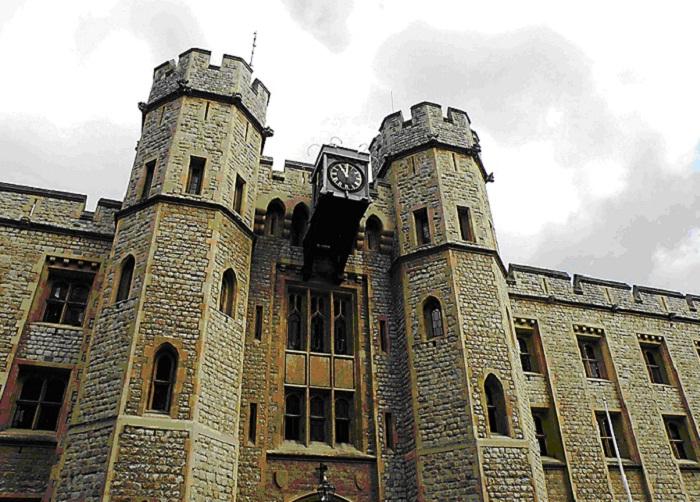 Башня Драгоценностей в Тауэре Лондон Великобритания