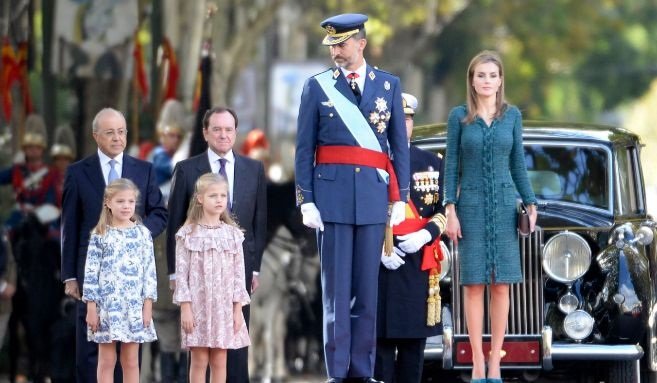 Король Испании Филипп VI и королева Летисия с дочерьми Леонор и Софией Фото: legion-media.ru