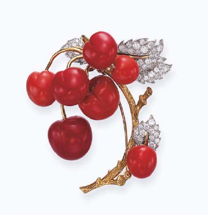 Брошь «Ветка вишни». Золото, платина, кораллы и бриллианты