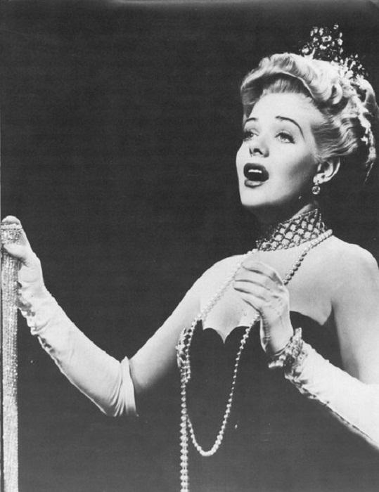 """Элис Фэй с брошами от Джозефа. """"Lillian Russell""""(1940)"""