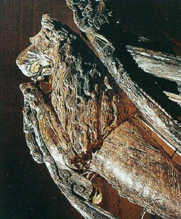 Огромный трехметровый лев на носу Вазы, корабля, поднятого со дна Балтики