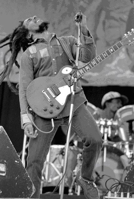 Боб Марли, известный исполнитель в стиле регги