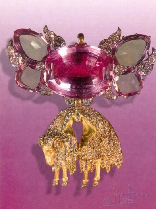 Орден Золотого Руна Золото, бриллианты, серебро, топазы 6,2 х 6,2 см Середина XIX века