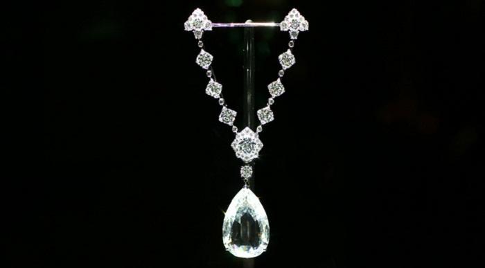 Брошь «Звезда Голконды» с бриллиантами в платине и белом золоте. Бриллиант в центре 57.31 карата, Париж 2011