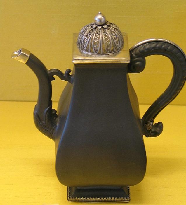 Кофейник из красного «бёттгеровского» фарфора