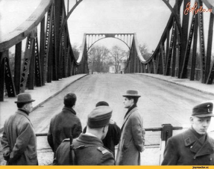 Глиникский мост, разделяющий Берлин с Потсдамом, на котором происходил обмен